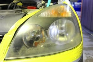 ヘッドライト磨き 黄ばみ取り施工前