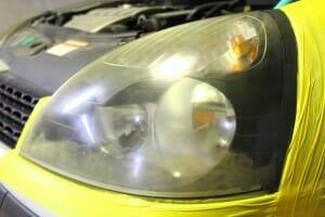 ヘッドライト磨き 黄ばみ取り 施工前