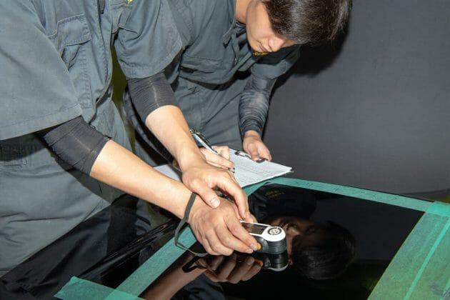 車のコーティング シングルポリッシャーで研磨中 渡邊一騎 艶を最大限に引き出す車磨き研磨技術