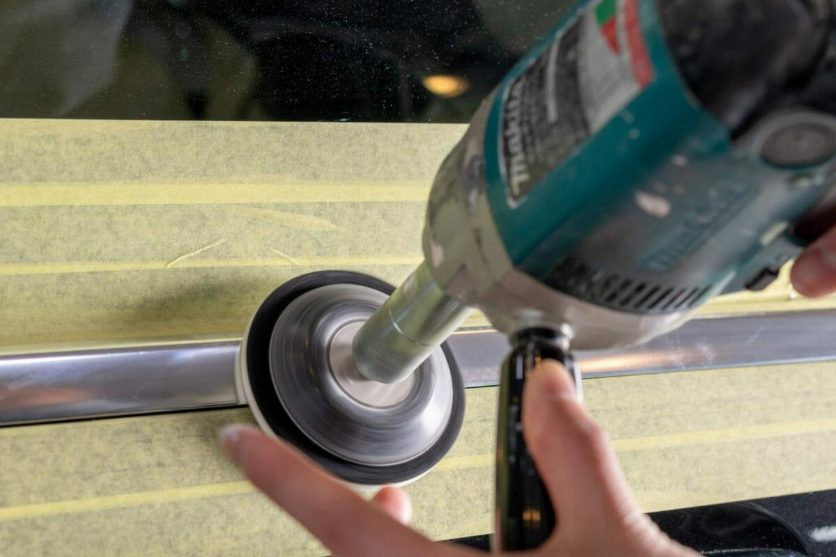 トリムモール(アルミモール)の白錆を研磨で除去