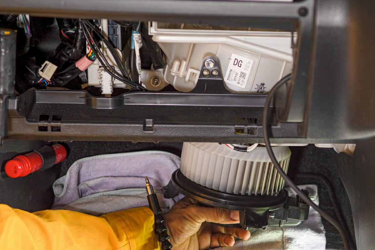 車のエアコンクリーニング(エバポレーター洗浄)